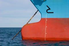 Inscriptions de profondeur d'eau sur un bateau Images libres de droits