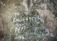Inscriptions gravées sur le mur Photo stock