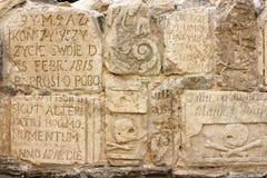 Inscriptions sur des pierres tombales dans la cathédrale de Peter et de Paul Photo stock