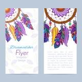 Insecte avec le dreamcatcher et les plumes tirés par la main illustration stock