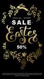 Insecte de vente de Pâques avec les feuilles de guirlande et le lapin de Pâques d'or dessus Image libre de droits
