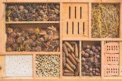 Insectschuilplaats met bouw voor verschillende insecten Stock Foto's