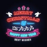 Insegna al neon con gli angeli, il Babbo Natale del buon anno e di Buon Natale in slitta con i cervi ed i regali di natale Vettor illustrazione vettoriale