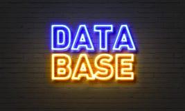 Insegna al neon della base di dati sul fondo del muro di mattoni Fotografie Stock