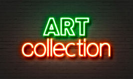Insegna al neon della collezione di arte sul fondo del muro di mattoni Immagini Stock