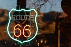 Insegna al neon di Route 66 Immagini Stock Libere da Diritti