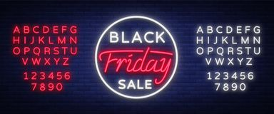 Insegna al neon di vendita di Black Friday, insegna al neon, opuscolo del fondo Pubblicità d'ardore luminosa, sconti Black Friday Immagini Stock Libere da Diritti