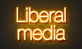 Insegna al neon liberale di media sul fondo del muro di mattoni fotografie stock libere da diritti