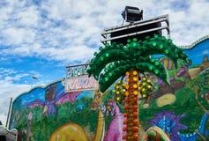 Insegna al neon spagnola dell'uscita in luna park fotografie stock