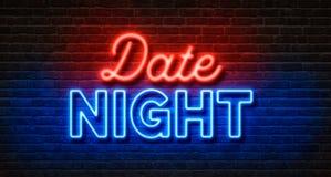 Insegna al neon su un muro di mattoni - notte della data immagine stock libera da diritti