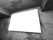 Insegna bianca in bianco del manifesto nella stanza concreta scura Fotografia Stock