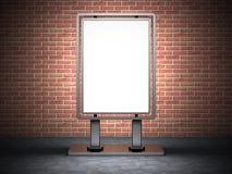 Insegna in bianco del tabellone per le affissioni di pubblicità della via sul muro di mattoni Backgrou Immagine Stock