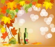 Insegna con un barilotto di vino in bottiglie e vetri Fotografia Stock Libera da Diritti