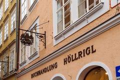Insegna d'annata con un gufo di una libreria, Salisburgo, Austria Fotografia Stock
