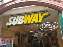 Insegna del fast food del sottopassaggio fotografie stock libere da diritti