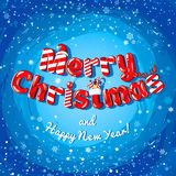 Insegna del manifesto della cartolina di Natale con le lettere del ghiaccio, i rami dell'abete, i regali e le caramelle su un fon Fotografie Stock