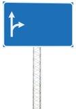 Insegna del pannello del segnale di informazione di direzione di azionamento del bivio dell'autostrada, grande traffico blu vuoto Fotografia Stock