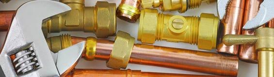 Insegna del sito Web dei tubi, dei montaggi e delle chiavi del ` s dell'idraulico Fotografie Stock