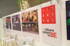 Insegna dell'Expo al pezzo 2015, scambio internazionale di turismo a Milano, Italia Immagini Stock Libere da Diritti