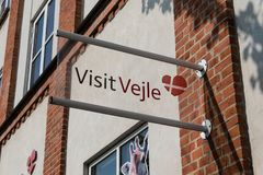 Insegna dell'ufficio di Vejle Turism, Danimarca fotografia stock libera da diritti