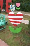 Insegna della decorazione nella forma dell'albero del cuore immagine stock