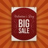Insegna di carta d'attaccatura di grande vendita di giorno di biglietti di S. Valentino Fotografie Stock