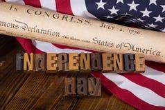 Insegna di festa dell'indipendenza con la dichiarazione di indipendenza e Fotografie Stock