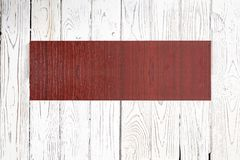 Insegna di legno su fondo di legno leggero fotografie stock libere da diritti