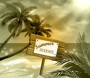 Insegna di legno sulla spiaggia tropicale idealistica Fotografie Stock
