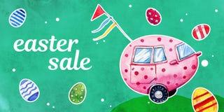 Insegna di vendita con l'automobile di pasqua sotto forma di uovo su fondo verde con le uova Immagini Stock Libere da Diritti