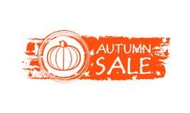 Insegna disegnata vendita di autunno con le foglie di caduta e della zucca Immagine Stock