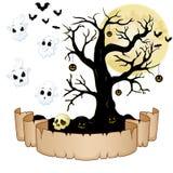 Insegna felice di Halloween con carta vuota, i fantasmi, il cranio, le zucche, i pipistrelli e l'albero asciutto illustrazione di stock