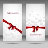 Insegna felice di vettore di giorno del ` s del biglietto di S. Valentino con il nastro e l'arco rossi Immagini Stock Libere da Diritti