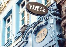 Insegna luminosa dell'hotel classico di stile Fotografia Stock
