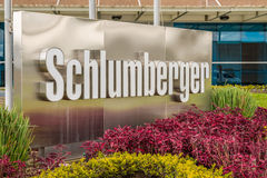 Insegna luminosa di logo di Schlumberger immagine stock