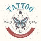 Insegna per la scuola del tatuaggio, studio, salone Padroni professionali Illustation con la farfalla, la geometria del triangolo illustrazione vettoriale