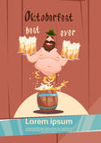 Insegna ubriaca di festival di Patric With Beer Mug Oktoberfest dell'uomo Immagini Stock
