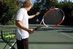 Insegnamento dell'istruttore di tennis Fotografia Stock
