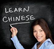 Insegnante cheinsegna all'apprendimento delle lingue cinesi Immagini Stock