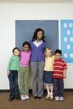 Insegnante con gli allievi Immagini Stock Libere da Diritti