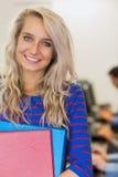 Insegnante con gli studenti nel centro di calcolo Fotografie Stock