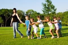 Insegnante con i bambini Fotografia Stock
