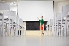 Insegnante dalla lavagna Immagini Stock