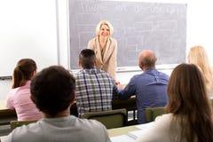 Insegnante davanti agli studenti Immagine Stock Libera da Diritti