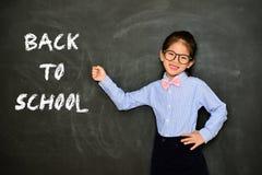 Insegnante della bambina che mostra di nuovo alla parola della scuola Fotografia Stock Libera da Diritti