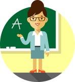 Insegnante della donna vicino alla lavagna Immagine Stock