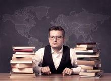 Insegnante di geografia allo scrittorio Immagine Stock Libera da Diritti