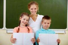 Insegnante e schoolkids Fotografia Stock Libera da Diritti
