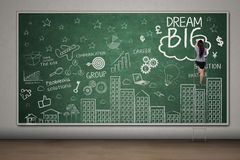 Insegnante femminile che scrive un testo di grande di sogno Fotografia Stock Libera da Diritti