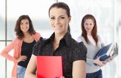 Insegnante femminile con gli allievi nella priorità bassa Immagini Stock Libere da Diritti